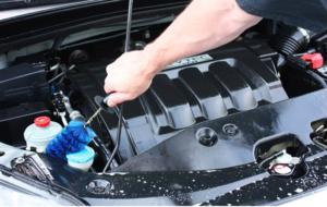 Có nên rửa xe bằng dầu hỏa không?