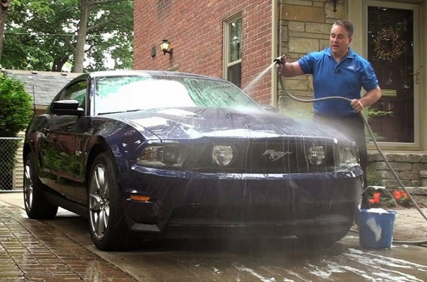 Cách rửa xe ô tô tại nhà nên biết