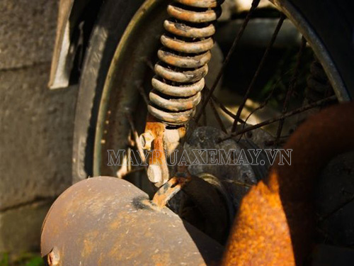 rỉ sét xe máy