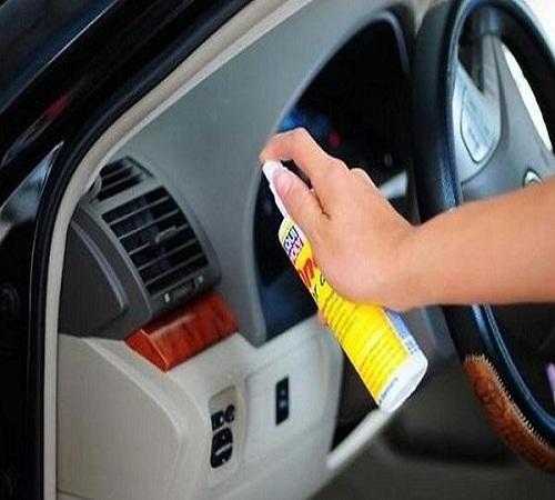 Sử dụng nước vệ sinh nội thất ô tô chính hãng để xe luôn sạch đẹp, thơm tho