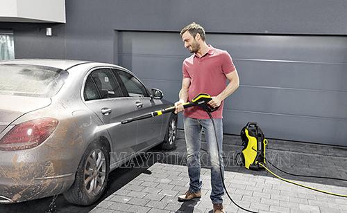 Bạn nên chọn nguồn nước rửa xe phù hợp để làm sạch ô tô
