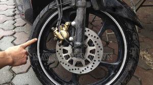 Cách làm xe máy chạy êm hơn là kiểm tra, thay săm, lốp xe định kỳ