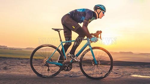 Xe đạp đua thuộc dòng xe đạp thể thao