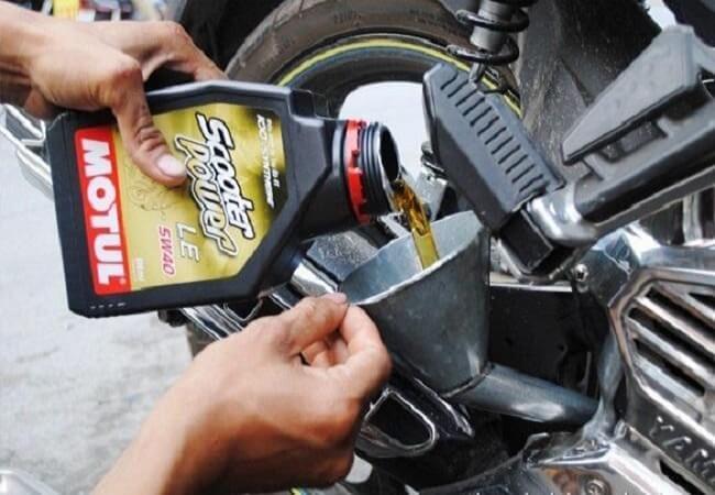Thời gian thay dầu xe máy như thế nào hợp lý?