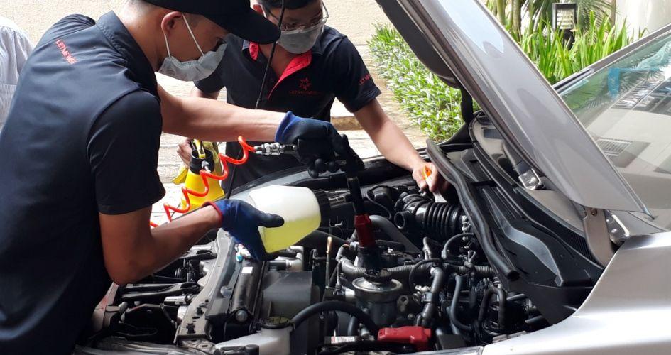 Hướng dẫn rửa khoang động cơ ôtô tại nhà