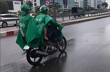 Áo mưa xe máy, nguyên nhân của nhiều vụ tai nạn