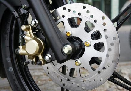 Sử dụng phanh đĩa xe máy sao cho đúng cách và an toàn