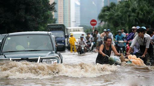 Di chuyển với tốc độ vừa phải, tránh gây nguy hiểm đến các phương tiện khác