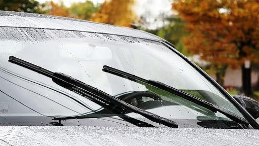 Cần gạt nước của ô tô