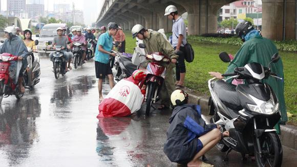 cách xử lý xe chết máy khi đi trời mưa