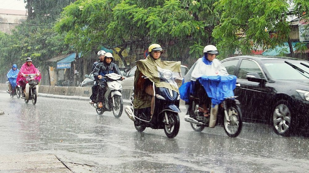 Lưu ý khi lái xe trời mưa