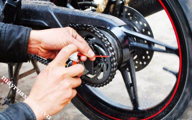 Kiểm tra xích xe máy
