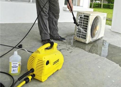 Xịt rửa điều hòa nhanh chóng với máy rửa xe gia đình