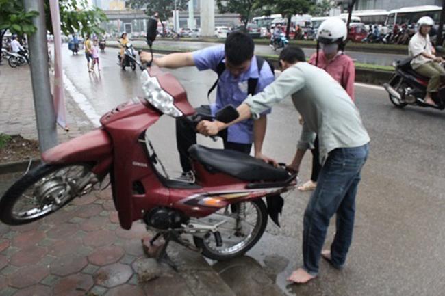 Vít đuôi xe để loại bỏ nước khỏi ống pô