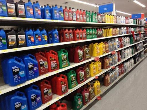 Rất nhiều loại dầu nhớt cho ô tô được bày bán trên thị trường