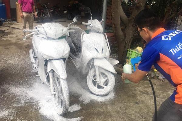 Điểm danh những dung dịch rửa xe máy không thể thiếu hiện nay