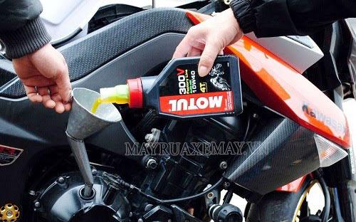 xe máy bị ăn dầu