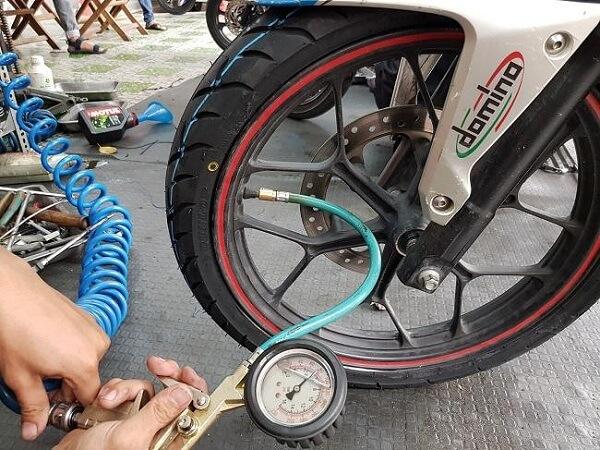 Bơm lốp xe máy bao nhiêu kg? - Đại lý máy rửa xe