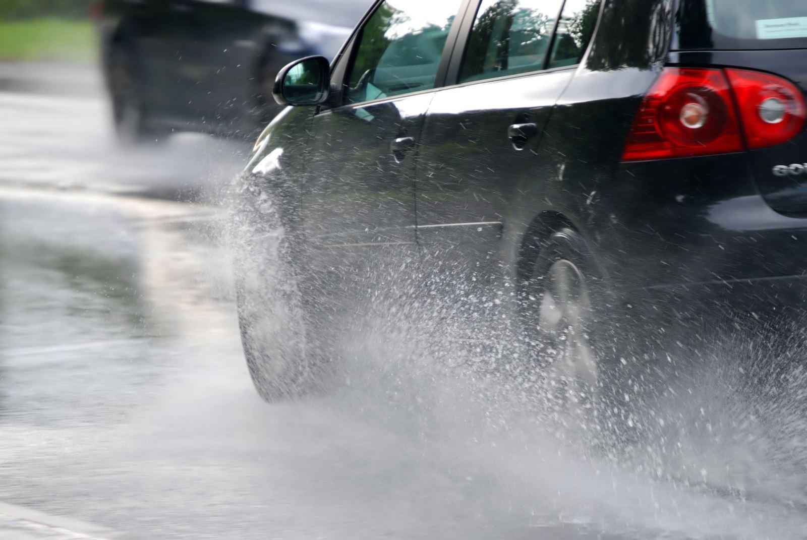 Chăm sóc và bảo dưỡng xe cộ trong mùa mưa