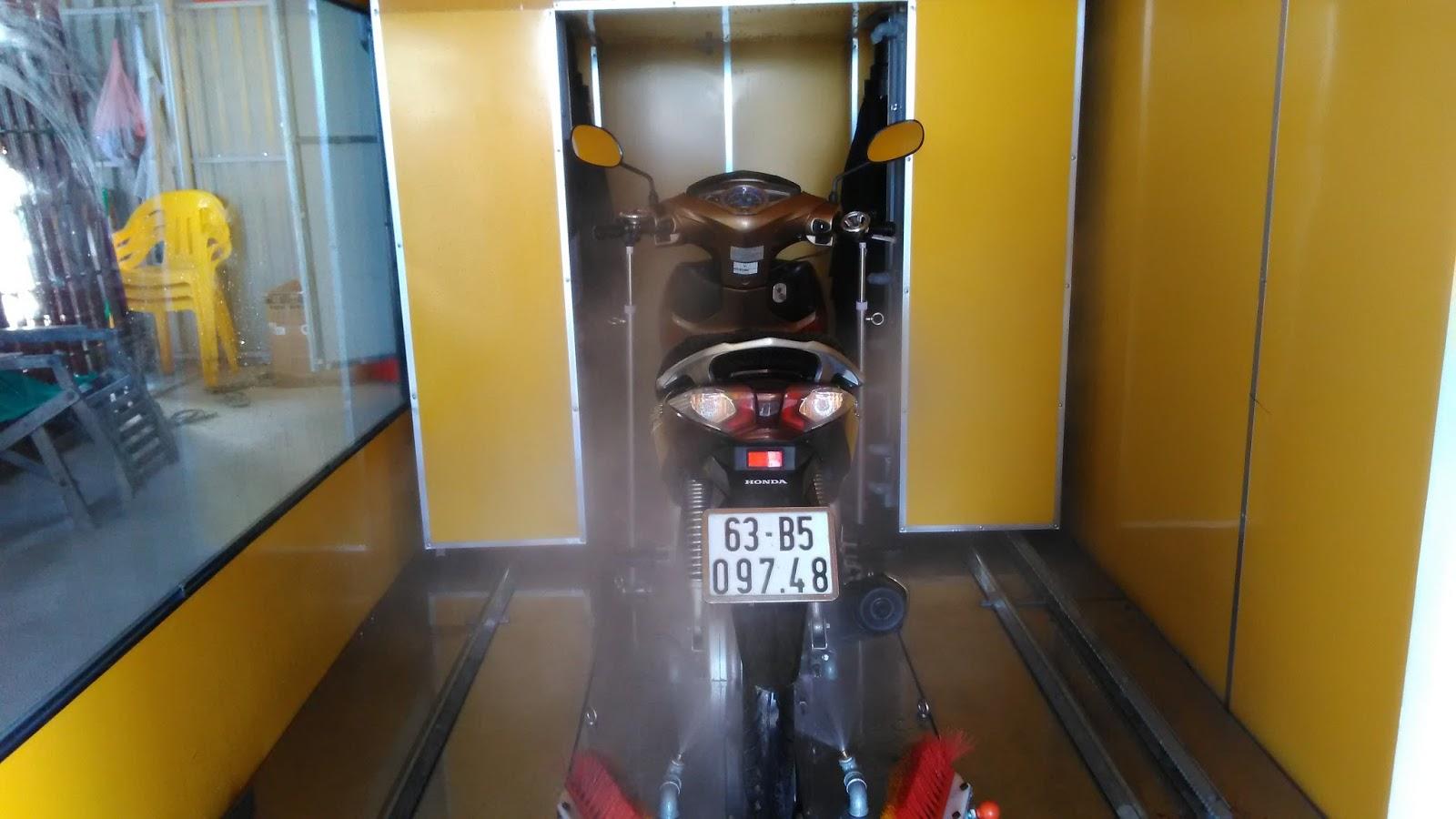 Hệ thống rửa xe máy tự động