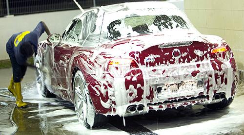 co nên rửa xe mới mua không