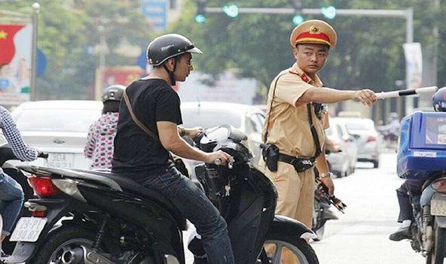 [Cập nhật mới] Xe máy không gương phạt bao nhiêu tiền?