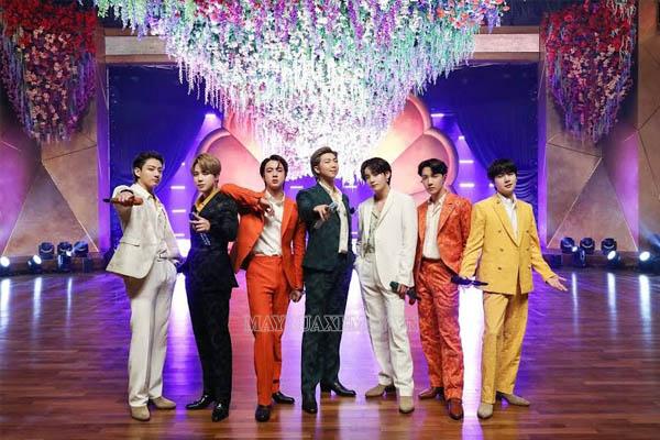 Nhóm nhạc BTS biểu diễn ở Grammy 2021