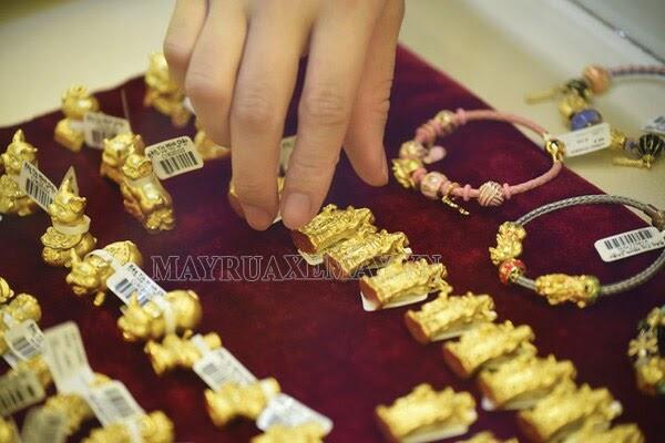 ngày vía thần tài mua vàng
