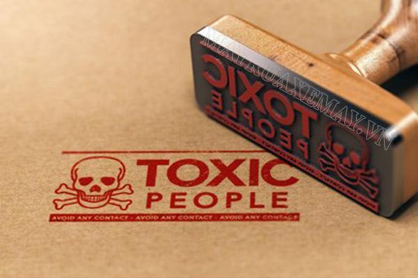 """Toxic là gì? Những ý nghĩa khác nhau của """"toxic"""" có thể bạn chưa biết"""