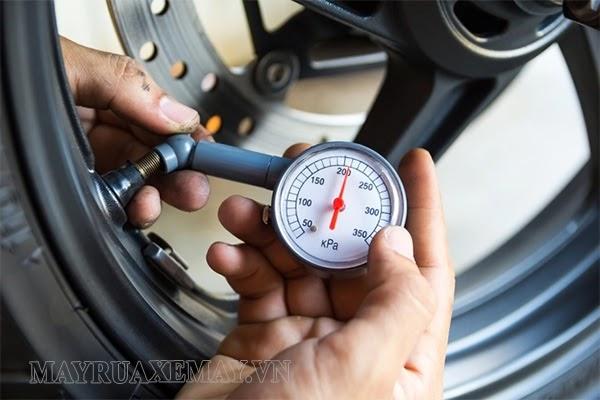 phòng tránh lốp xe máy bị phồng