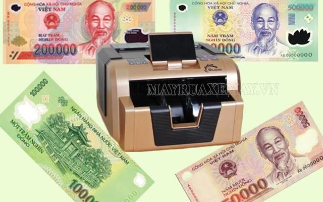 cách đếm tiền nhanh của nhân viên ngân hàng