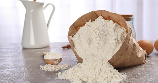 Dùng bột mì hoặc bột ngô đem lại hiệu quả làm sạch khá cao